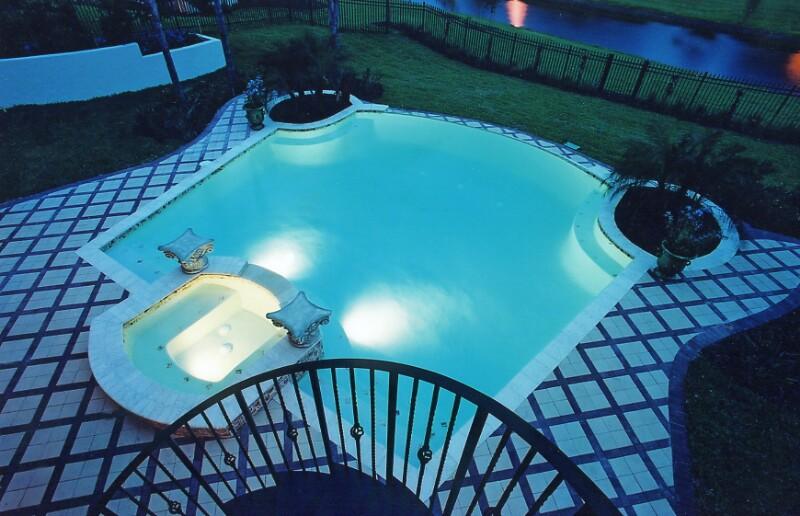 Декоративный бассейн в саду фото: http://photoshouse.ru/dekorativnyiyy-basseyyn-v-sadu-foto.html